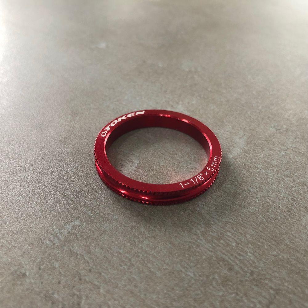 Distanční podložka SPCAL 28,8x35x5 mm červená